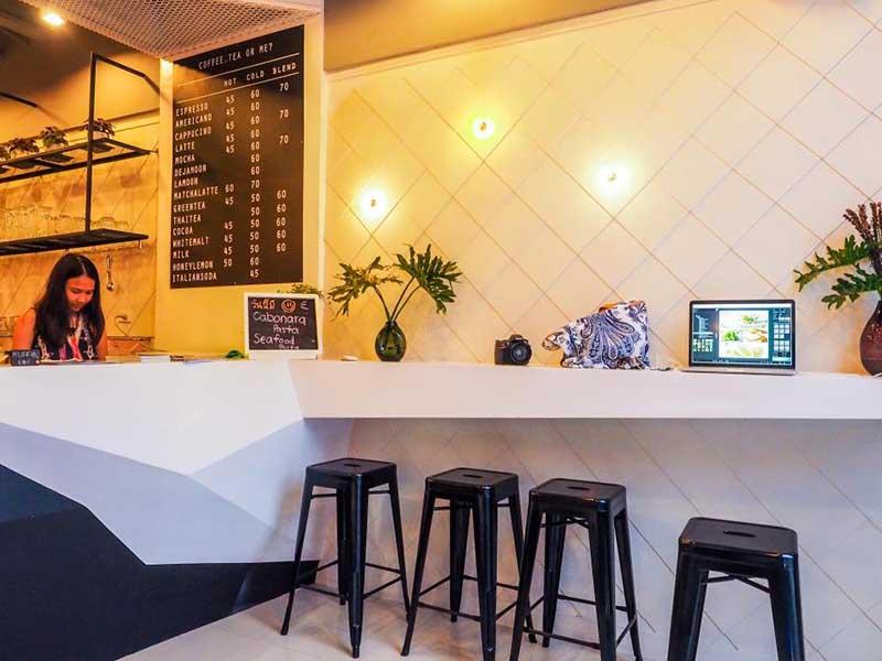 De ja moon Cafe & Hostel